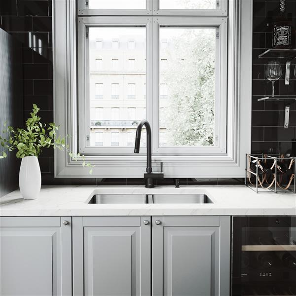Ensemble évier de cuisine et robinet VIGO, 29 po x 18 po