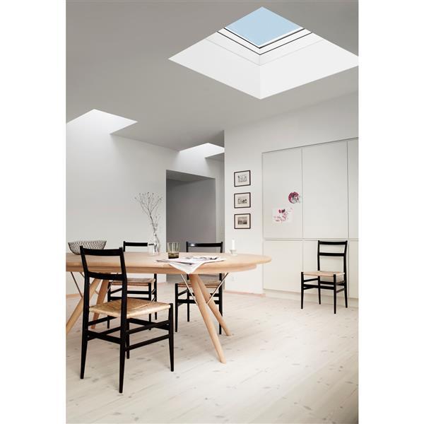 Puits de lumière pour toit plat à ventilation manuelle VELUX 47,25 po x 47,25 po