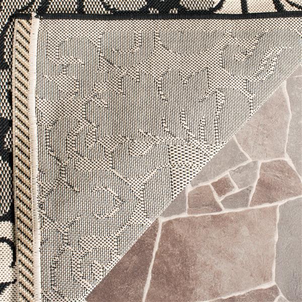 Safavieh Courtyard Damask Rug - 5.3' x 7.6' - Polypropylene - Black