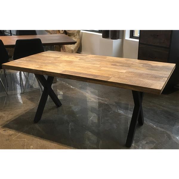 """Table en bois de Mmanguier avec piètement en X noir, 70"""""""