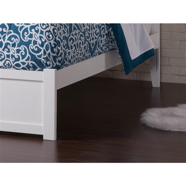 Atlantic Furniture Concord Full Bed with Footboard and Two Drawers - White