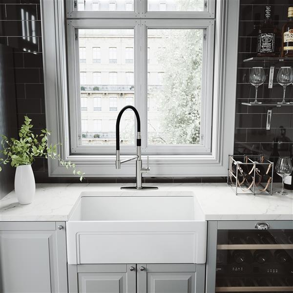 VIGO Norwood Magnetic Spray Kitchen Faucet With Deck Plate