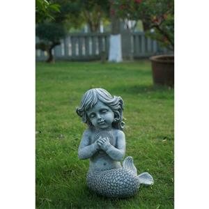 Statue de sirène à genoux tenant des coquillages, grise