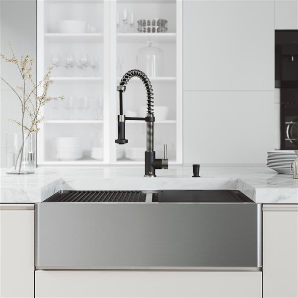 en-CA Oxford Flat Stainless Steel 33-in Sink - Edison Chrome Faucet - Black Soap Dispenser