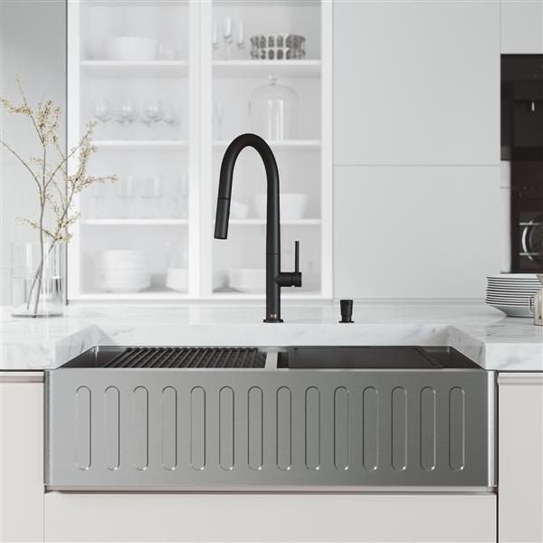en-CA Oxford Slotted Stainless Steel 36-in Sink - Greenwich Black Faucet extendable hose - Soap Dispenser