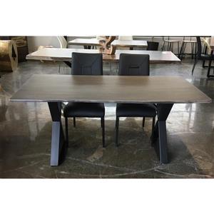 Table en bois d'acacia gris de Corcoran, bords naturels, 67 po, pattes en X en métal noir