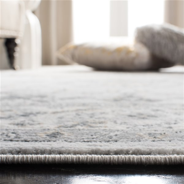 Safavieh Isabella Area Rug - 5-ft 3-in x 7-ft 6-in - Rectangular - Light Gray/Cream