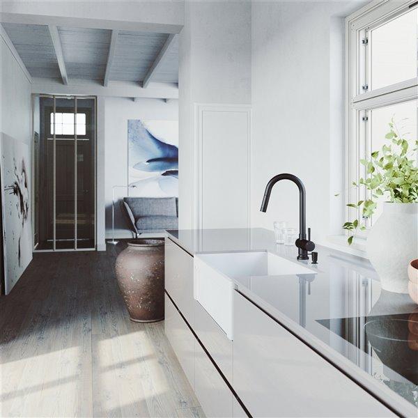 Évier de cuisine simple blanc de VIGO, robinet noir mat, 39 po
