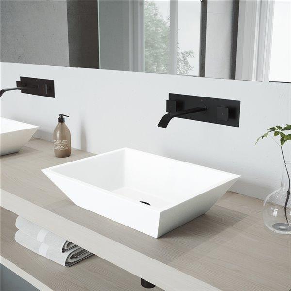 Lavabo de salle de bains blanc Vinca de VIGO, robinet noir mat, 18 po