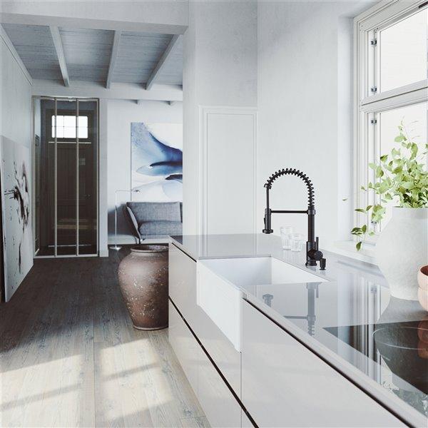 Évier de cuisine simple blanc Matte Stone de VIGO, robinet noir, 36 po x 25 po