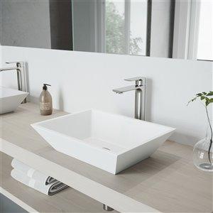 Lavabo de salle de bains blanc Vinca de VIGO, robinet nickel brossé, 18 po