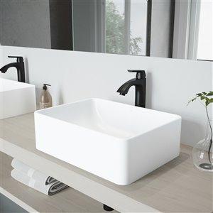 Lavabo de salle de bains blanc Amaryllis de VIGO, robinet noir mat, 19,75 po