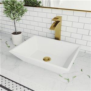 Lavabo de salle de bains blanc mat Vinca de VIGO, robinet or mat, 18 po