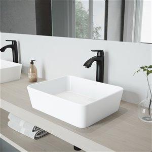 Lavabo de salle de bains blanc mat Marigold de VIGO, robinet noir mat, 17,75 po