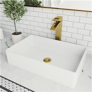 Lavabo de salle de bains blanc mat Magnolia de VIGO, robinet or mat, 21,25 po