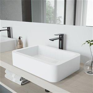 Lavabo de salle de bains blanc Petunia de VIGO, robinet noir mat, 22,75 po