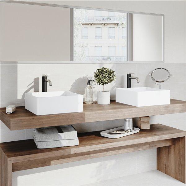 Lavabo de salle de bains blanc mat Dianthus de VIGO, robinet nickel brossé, 14,5 po