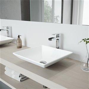 Lavabo de salle de bains blanc mat Hibiscus de VIGO, robinet chromé, 16 po