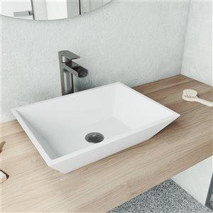 Lavabo de salle de bains blanc mat Vinca de VIGO, robinet noir graphite, 18 po