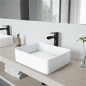 Lavabo de salle de bains blanc mat Jasmine de VIGO, robinet noir mat, 18,13 po