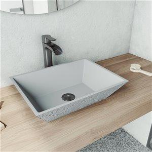 Lavabo de salle de bains gris cendré Calendula de VIGO, robinet noir graphite, 18 po