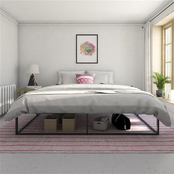 Novogratz Francis Farmhouse Metal Bed - King - 41-in x 79-in x 83.5-in - White