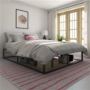 Novogratz Francis Farmhouse Metal Bed - King - 41-in x 79-in x 83.5-in - Black