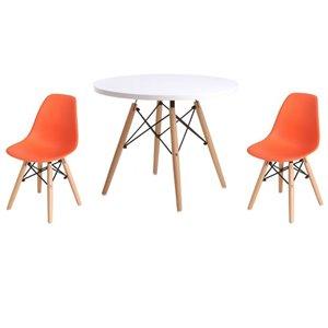 Ensemble pour enfants 2 chaises et 1 table style Eames de Plata Import orange et pied en bois