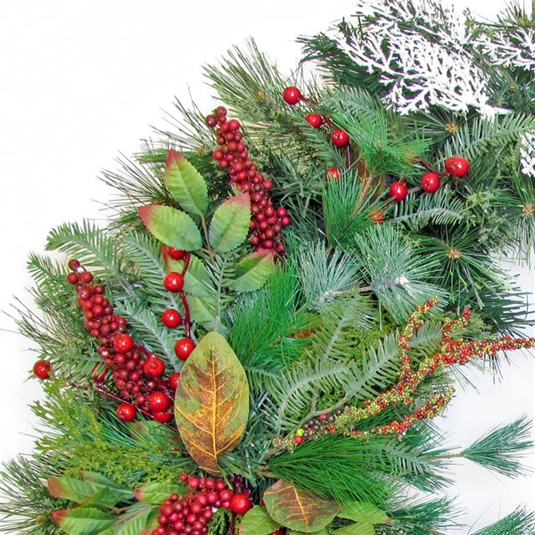 Henryka Decorated Indoor/Outdor Wreathe - 30-in - Red Berries & Silver Leaves