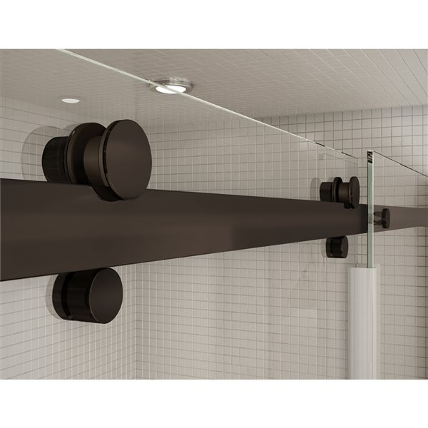 Ensemble bain douche Utile par MAAX Gris Foudre 60 po x 32 po, New Town drain droite, porte Halo bronze foncé