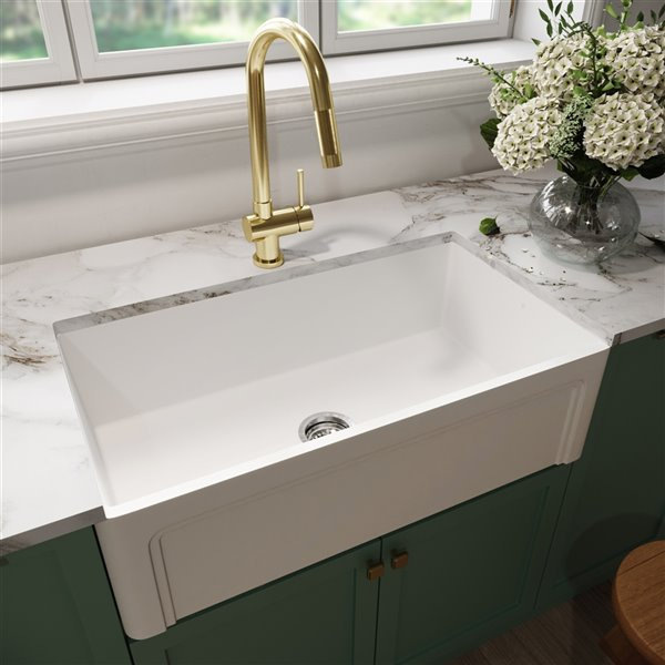 Vigo Farmhouse Kitchen Sink In Matte White With Drain With Cutting Board 33 In Vgra3318sl Rona
