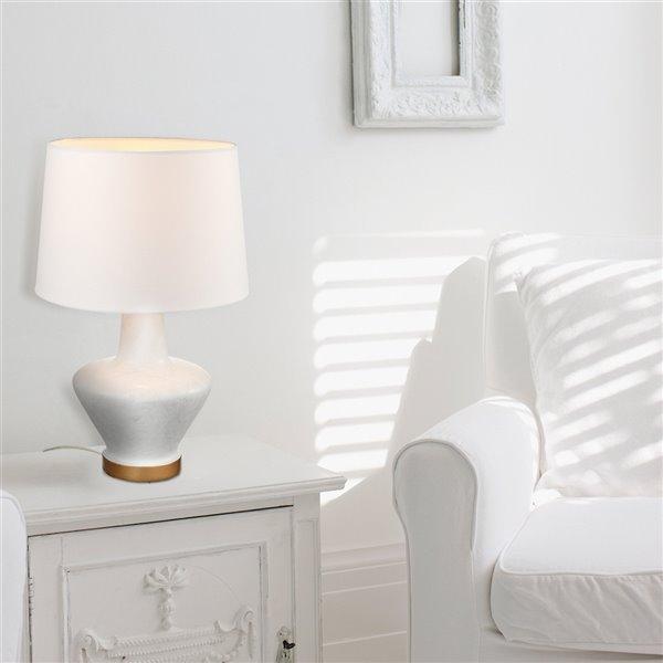 Lampe de table Serena de Globe Electric avec abat-jour en tissu blanc, 18 po