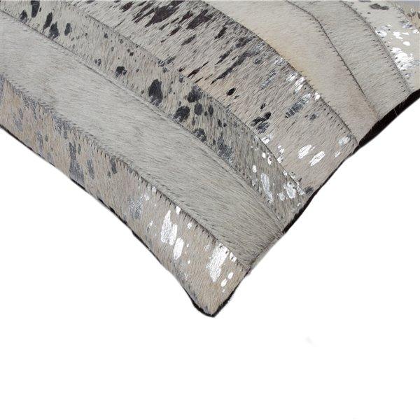Oreillers rectangulaires en peau de vache Torino Madrid de Natural de Lifestyle, 12 po x 20 po, gris et argent, 2 mcx