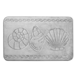Tapis de bain gris pâle en polyester et mousse mémoire Swift Home, motif de coquillage, 20 po x 32 po