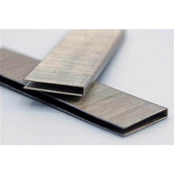 Agrafes de finition en bande de 5/8 po x 1/4 po à couronne étroite et calibre 18 par Crisp-Air, pqt de 1000