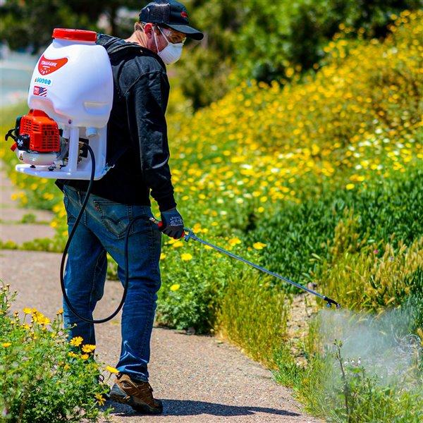 Pulvérisateur sac à dos à réservoir de 5 gallons et 450 lb/po2 de Tomahawk avec pistolet à fondation