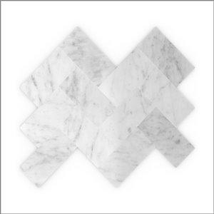 Tuile autocollante murale Sea Salt 3x Faster de 12 po en pierres naturelles blanches de Speed Tiles, paquet de 8