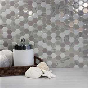 Carrelage mural en vinyle composite Hexagone de Smart Tiles, 10 po x 10 po, pierre travertin taupe/beige, boîte de 4