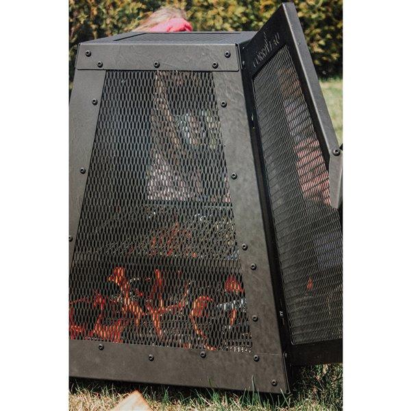 Foyer à bois extérieur #1 en acier noir de Corriveau Outdoor Furniture