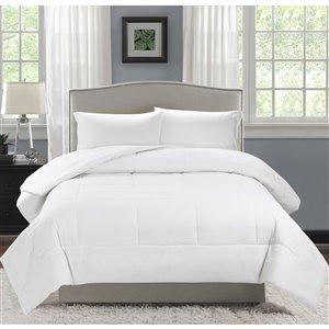 Couette en polyester avec rembourrage en polyester blanc javellisé uni, lit une place, par Swift Home