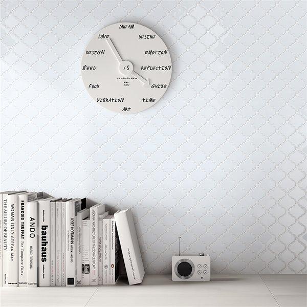 Échantillon de tuile murale en aluminium Marrakech de Speedtiles, 4 po x 4 po, blanc