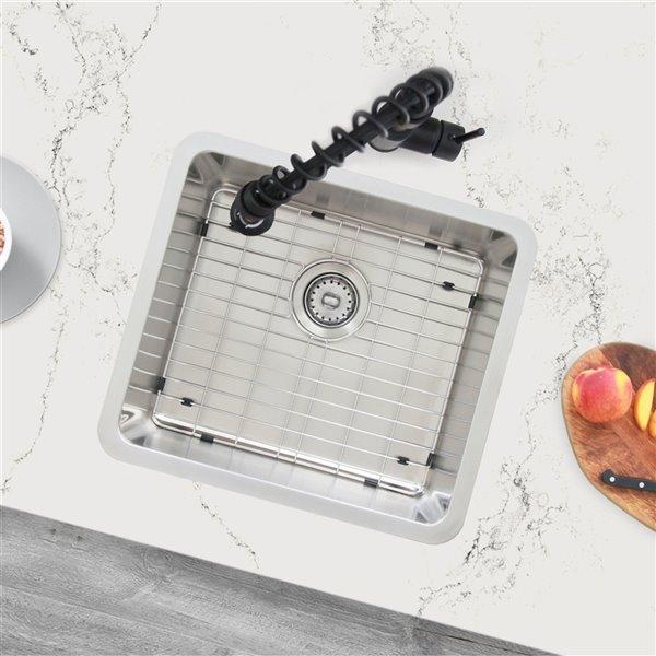 Évier de cuisine simple sous plan Builders Palma de Stylish avec grilles, 19,75 po x 17,75 po