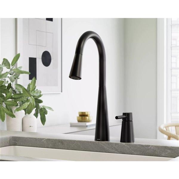 Robinet de cuisine résidentiel Sleek à 1 poignée/levier par Moen, noir mat