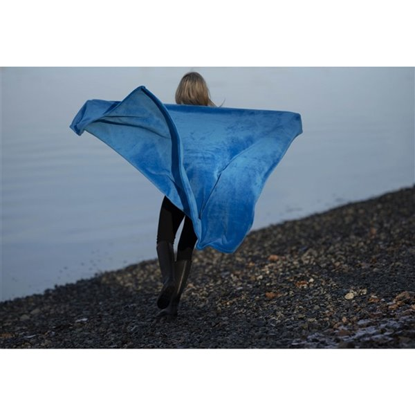 Couverture bleue en polyester, 50 po x 60 po, par Marin Collection