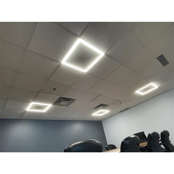 Lampe à panneau plat à DEL intégrée de Power Q, 2pi x 2 pi