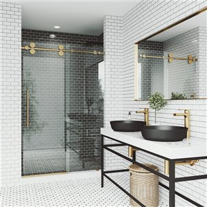 Porte de douche Elan de VIGO sans cadre et coulissante, 74 po x 60 à 64 po, or mat (verre clair)