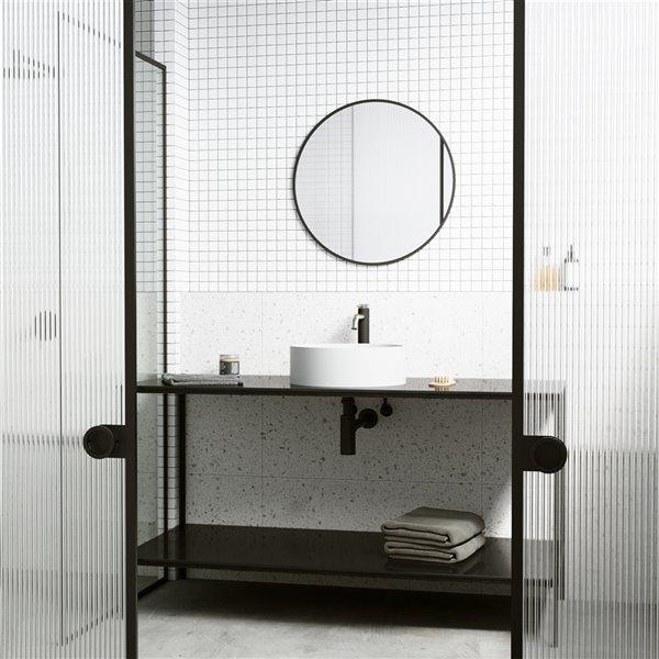 Ensemble de lavabo de salle de bain rond en pierre et robinet en blanc mat Bryant de Vigo (15,13 po x 15,13 po)