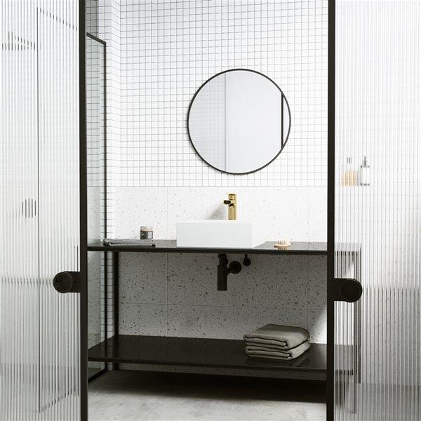 Ensemble de lavabo de salle de bain carré en pierre et robinet en blanc mat Bryant de Vigo (15,13 po x 15,13 po)