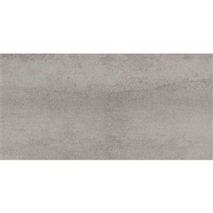 Tuile auto-adhésive en aluminium satiné/travertin de Surface Design, 12 po x 24 po, ciment brossé, 10 pièces