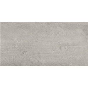 Tuile auto-adhésive en aluminium satiné de Surface Design, 12 po x 24 po, ciment vintage, 10 pièces